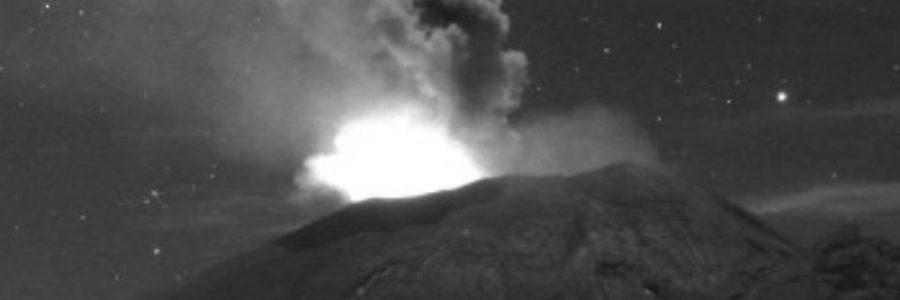 Popocatépetl amanece con erupción de lava; hay caída de ceniza