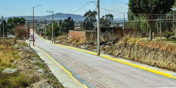 Toño Teutli, entregó la calle Ignacio Comonfort, pavimentada