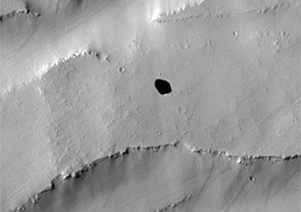 La NASA descubrió un extraño abismo en Marte