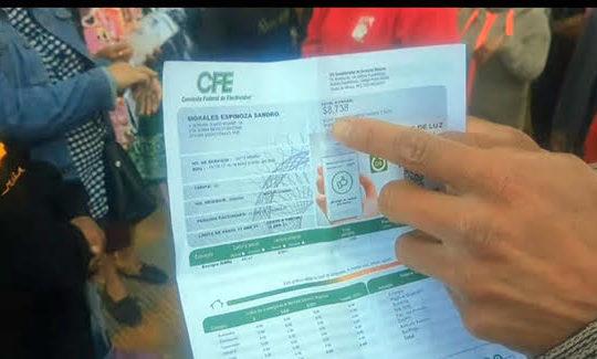 Escoltados entra a Moyo, personal de CFE