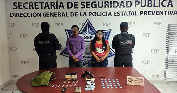 Presuntos distribuidores de droga, detenidos por Policía Estatal en Cuautlancingo