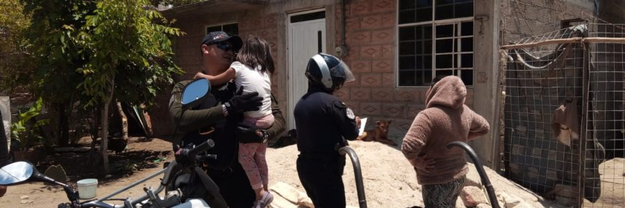 Se extravía menor, policía municipal la encuentra con los vecinos
