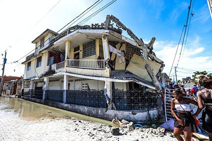 Suman 1,297 muertos por el terremoto que sacudió a Haití